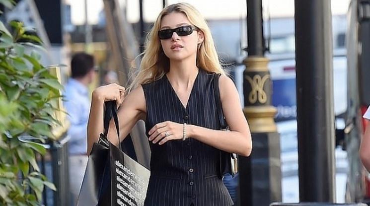 Годеницата на Бекъм с пръстен за 350 000 паунда