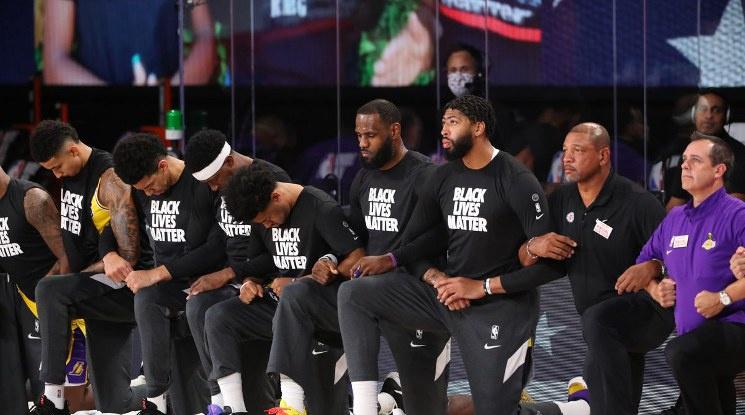 Тръмп: Колениченето беше ужасно за баскетбола