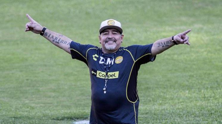 Елче иска Марадона за треньор