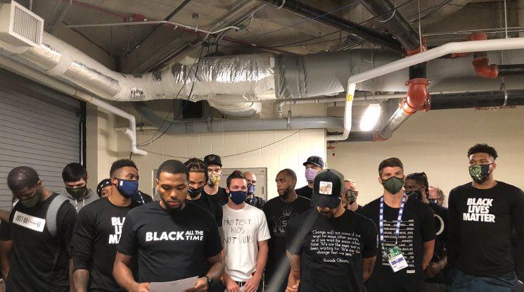 Политическата пропаганда отложи мачовете в НБА