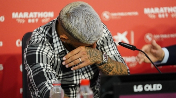 Евер Банега се разплака на сбогуване със Севиля (видео)