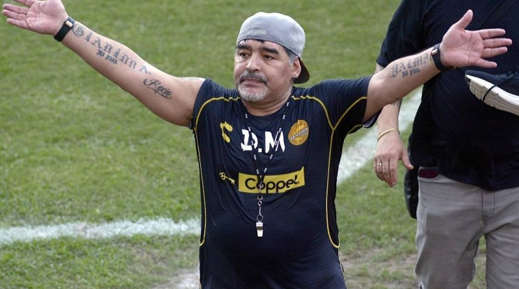 Диего Марадона се самоизолира в дома си