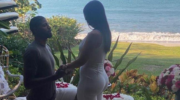 НБА звезда предложи на приятелката си на фона на хитове на Цеца