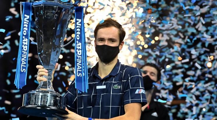 Медведев спечели финала на най-добрите тенисисти в Лондон
