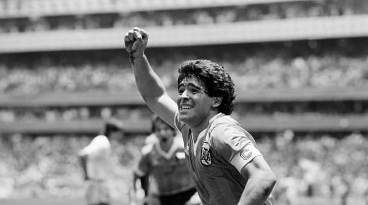 На живо: Милиони аржентинци се прощават с Диего Марадона