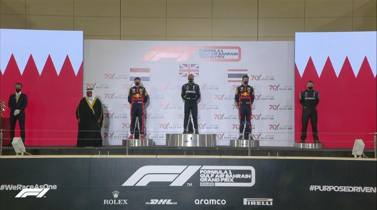 Хамилтън триумфира в Бахрейн! Ужасяващ инцидент беляза състезанието (видео)