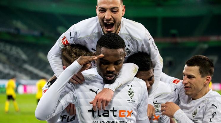 Гладбах с категорична победа срещу Дортмунд (видео)