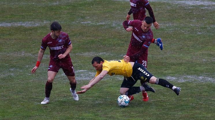 Прекратиха мач от Втора лига заради тежки метеорологични условия