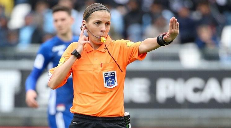 Съдийката Стефани Фрапар пренаписа историята на футбола