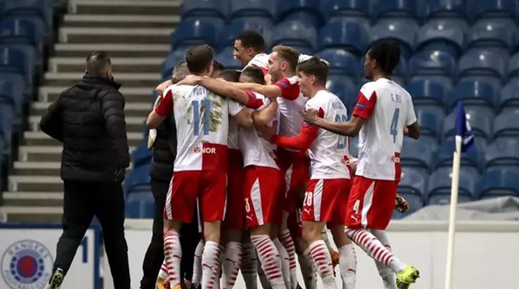 Гол в последните секунди донесе чудесен резултат за Славия Прага срещу Арсенал (видео)
