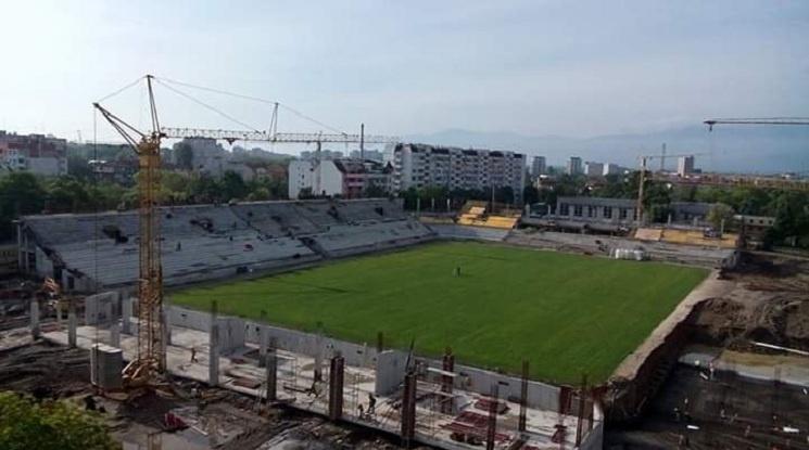 Стадионът на Ботев Пловдив няма да има козирка