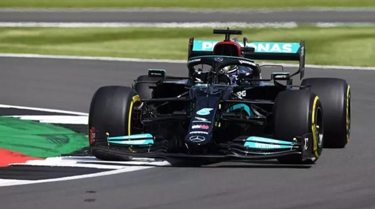 Хамилтън спечели Гран При на Великобритания, стопи преднината на Верстапен в борбата за титлата