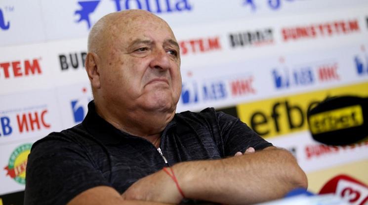 Венци Стефанов: Не може един млад поп Кръстю да оглави футбола