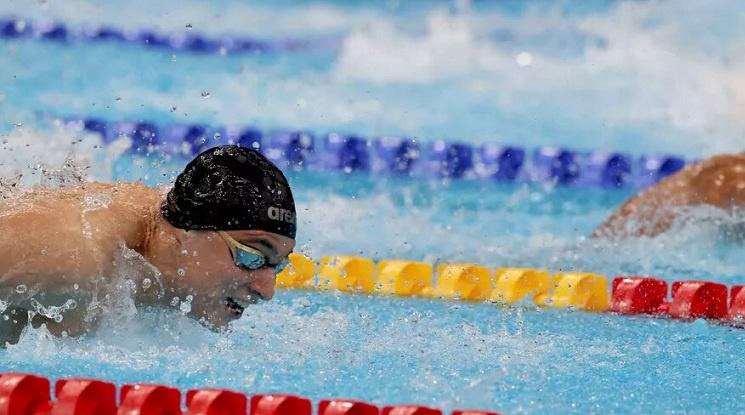 Йосиф Миладинов се класира за полуфинала на 100 метра бътерфлай