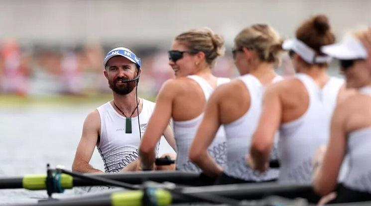 Мъж спечели сребърен медал с женската осморка жени на Нова Зеландия