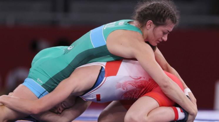Евелина Николова ще играе полуфинал в Токио след страхотен обрат в последните секунди