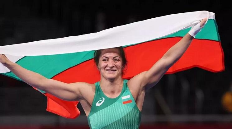 Силният валеж от български медали в Токио продължи и след мача на Евелина Николова