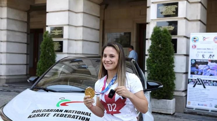 Основен спонсор на БНФ по карате подари лек автомобил на Ивет Горанова