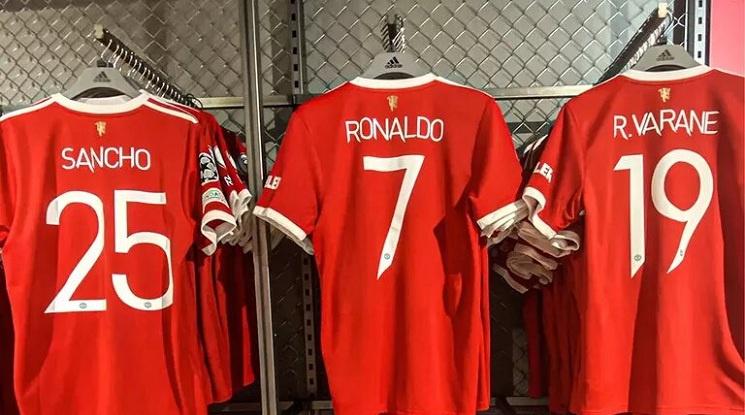 От Адидас не могат да смогнат с производството на фланелки на Юнайтед с името на Роналдо