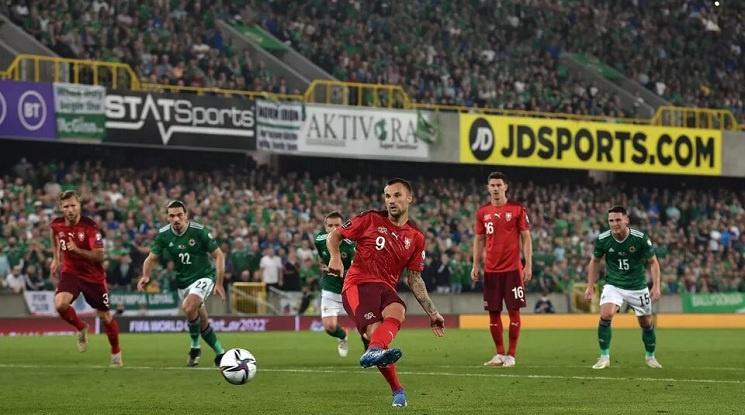 Нулево реми между Северна Ирландия и Швейцария заплете битката за второто място в нашата група